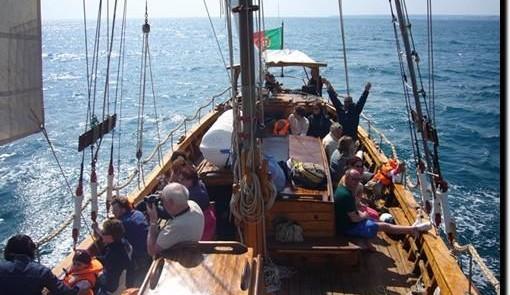 Piratenschiff-Tour mit Höhlenbesichtigung in Albufeira