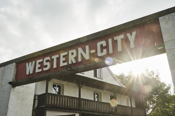 Fred Rai Western-City Dasing: Tages- oder Jahreskarte
