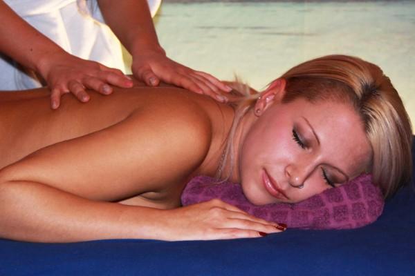 Floating und Aromaöl Massage