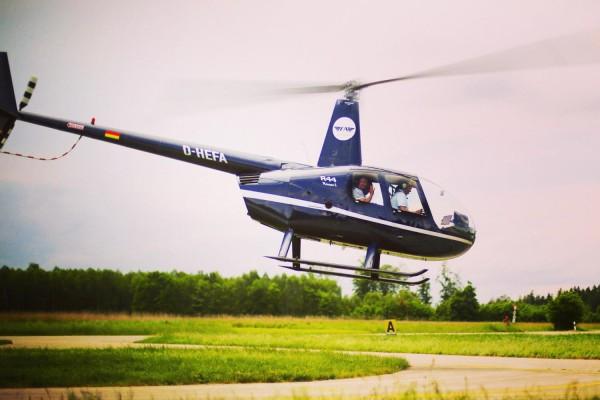 Pärchenflug im Hubschrauber 30 Min. an 12 Standorten
